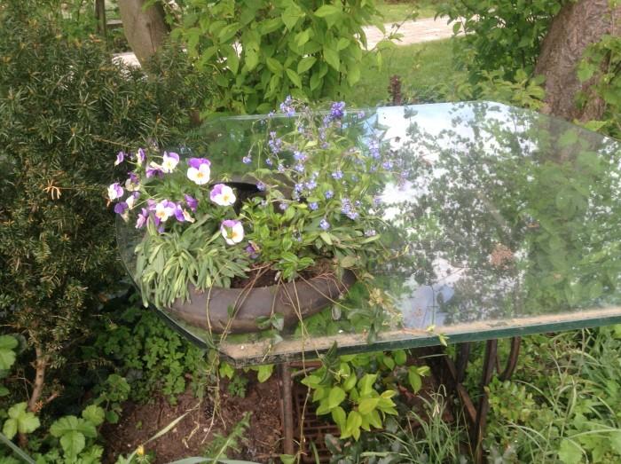 Blumenschale aus Schubkarrenreifen