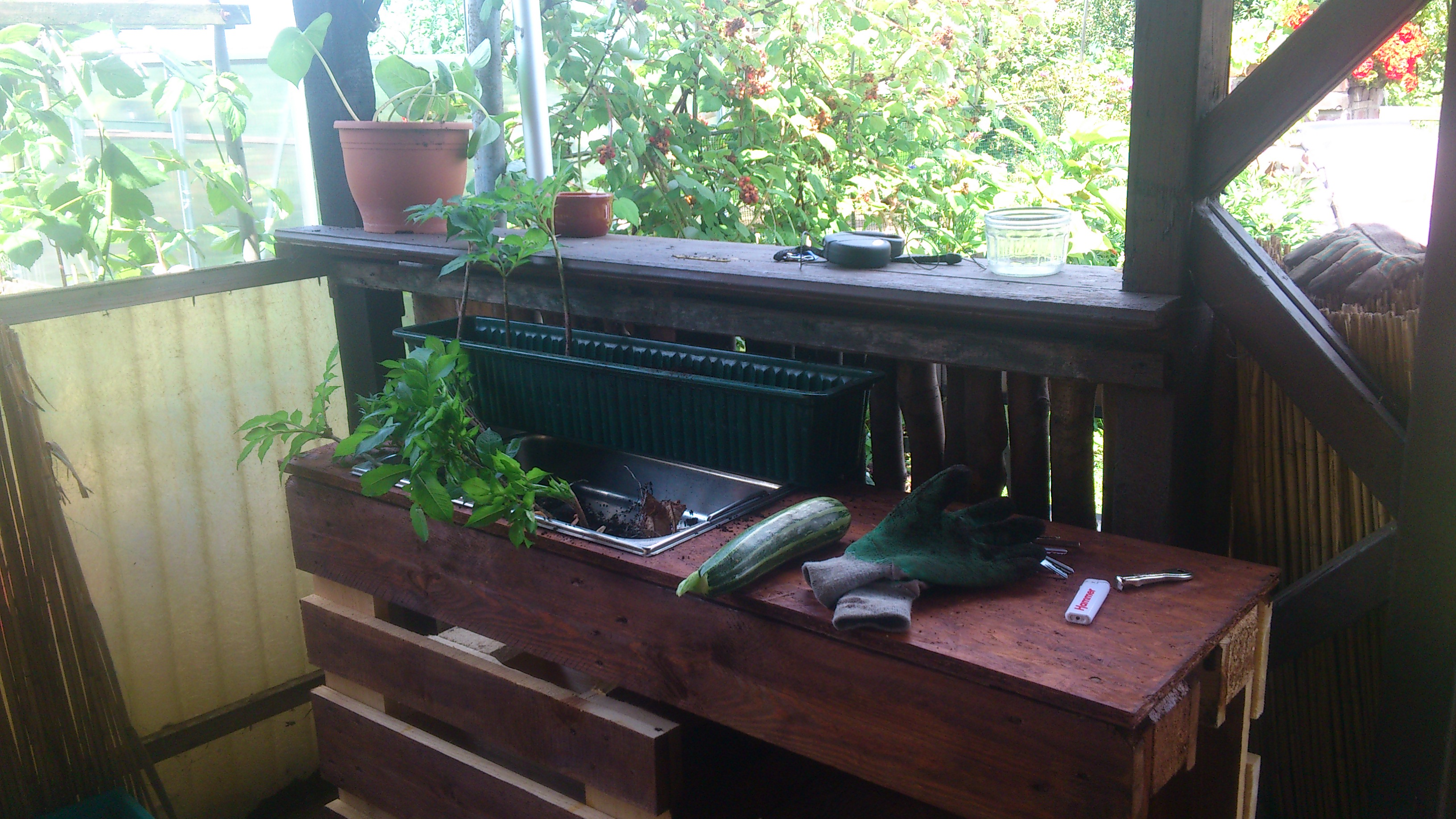 Wir bauen: Eine Umtopf- und Universal-Bar aus Europaletten | Diese ...