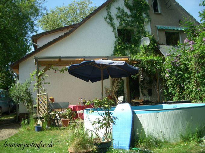 Manch einer liebt einen Pool im Garten. Foto: Petra A. Bauer