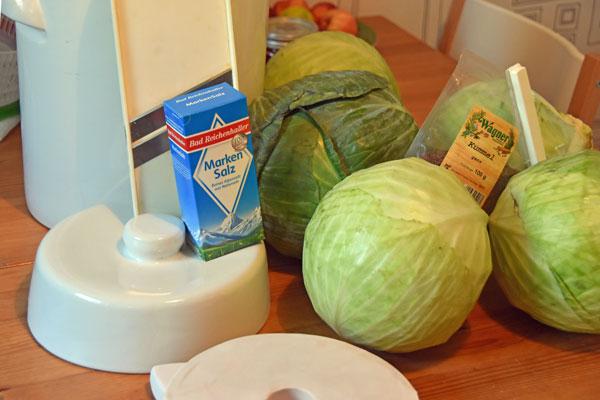 Grundausstattung und Zutaten für Sauerkraut