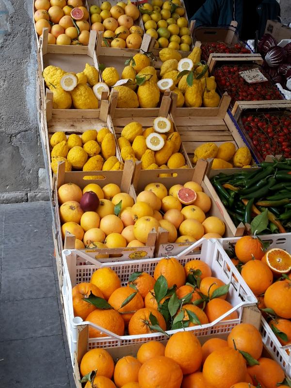 Citrusfrüchte marktfrisch auf Sizilien