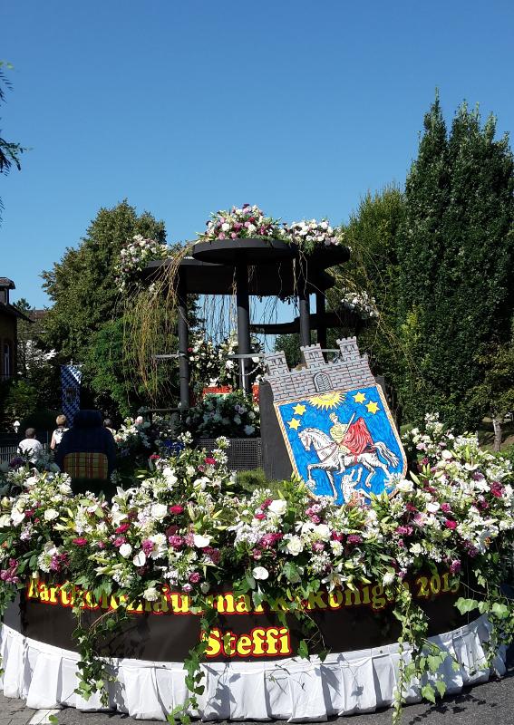 Blumenkorso, Florale Fahrzeuggestaltung, Schnittblumen