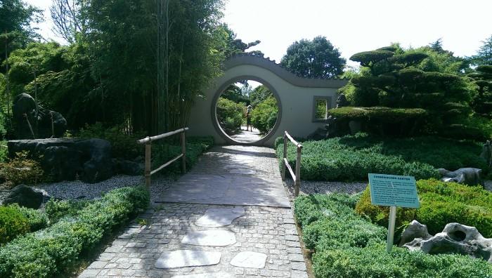 Herrschaftlicher Eintritt in den Chinesischen Garten. (c) Foto: Fenja Schlegel