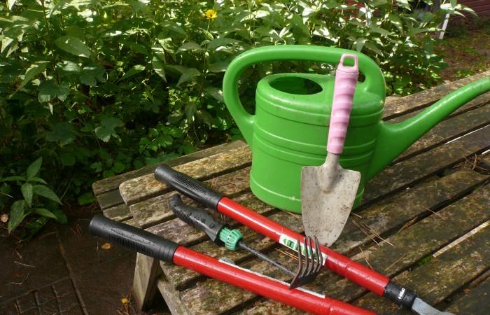 Die Gartensaison neigt sich dem Ende zu. Jetzt werden Utensilien und Geräte gescheckt und verstaut. Foto: R.Leemhuis