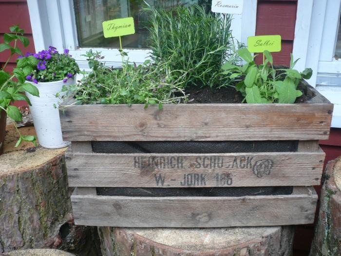 Schöne Möbel oder Deko für deinen Garten, lässt sich auch ganz einfach selbst bauen. Foto: R. Leemhuis